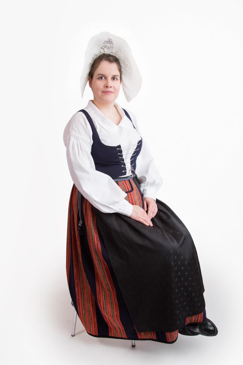 Mäntsälän naisen kansallispuku