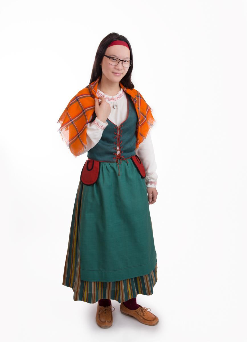 Perä-Pohjolan tytön puku