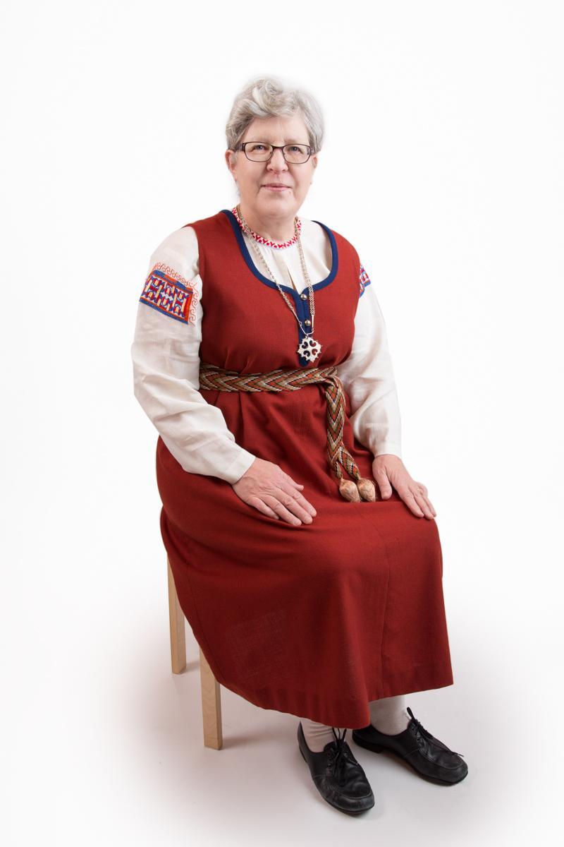 Raja-Karjalan naisen kansallispuku